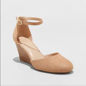 A New Day Tan Wendi Close Toe Wedge Heels SZ 10